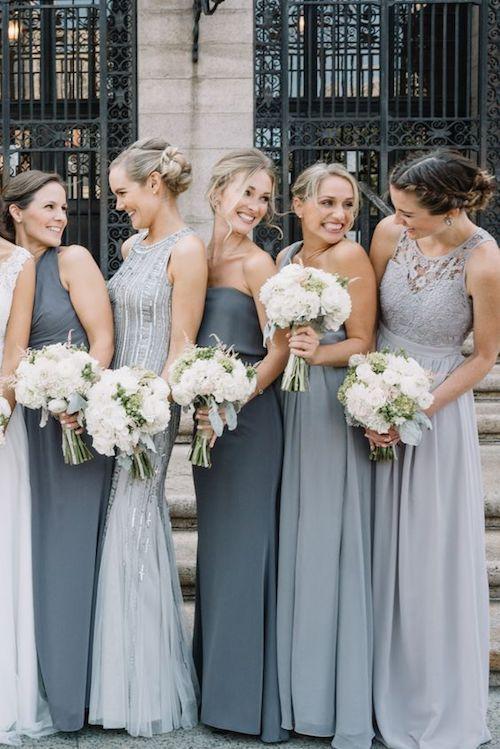 A diferencia de estos diferentes vestidos para esta boda urbana en Boston, tus damas de honor deben conjugar muy bien sus personalidades.
