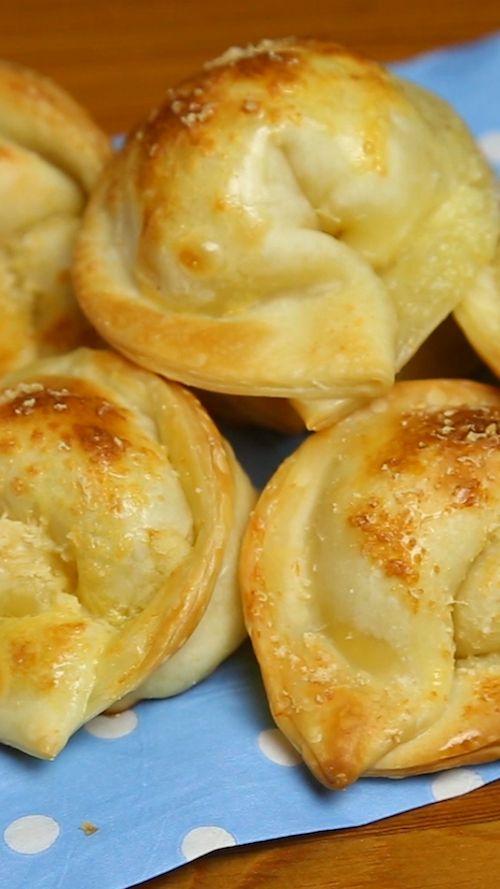 Empanadas para bodas de jamón y queso con un repulgue super sencillo.