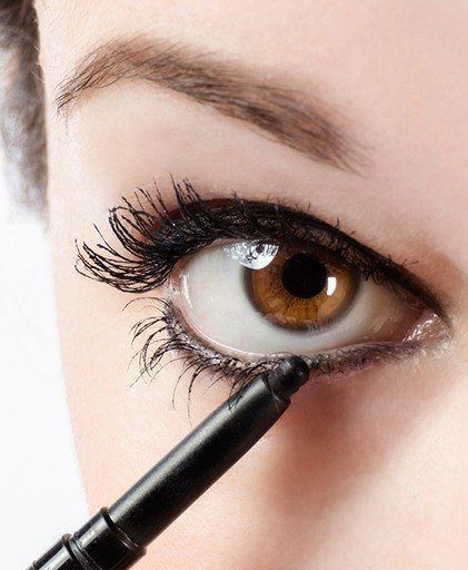 Want to know how to do eyeliner for your eye shape? Here are our favorite tips and tricks for lining your waterline!