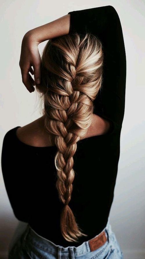 Voluminous and trendy pull-through braid.
