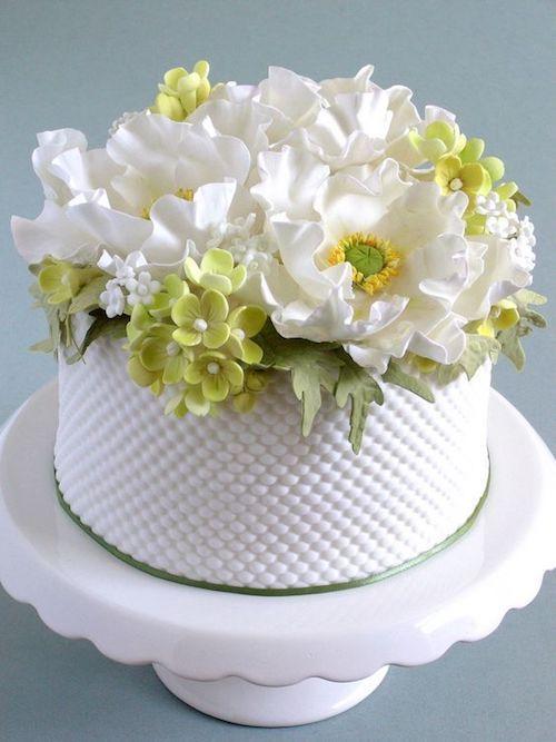 White poppy and hydrangea textured cake.