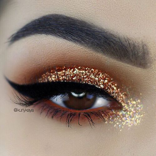 A very thick flick on the outer corners and shimmery eyeshadow makes the eye look more oval and wider set.