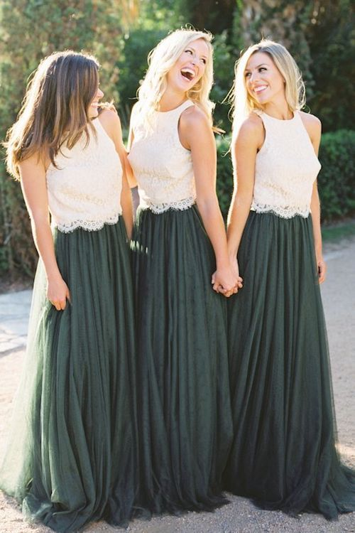 If you've never been part of a bridal squad before, here are some tips on the bridesmaid dress etiquette. Check them out!