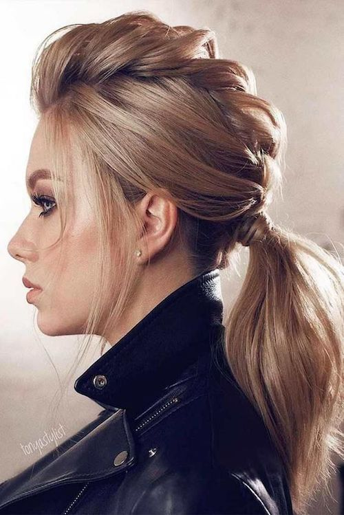 Trendsetting hairstyles for wedding guests: low braided ponytail.