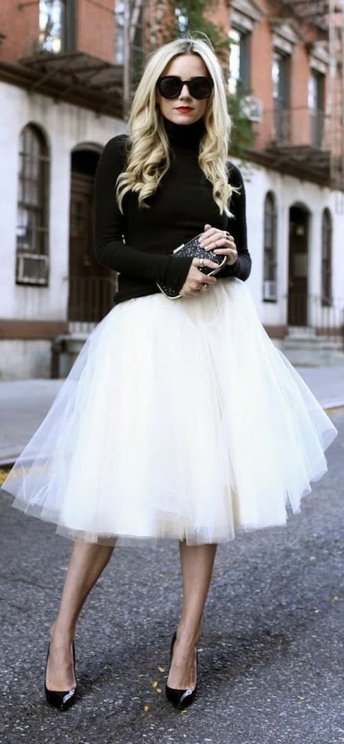 The tutu skirt - a garment and even an accessory that comes from the world of ballet - here with an urban chic vibe.