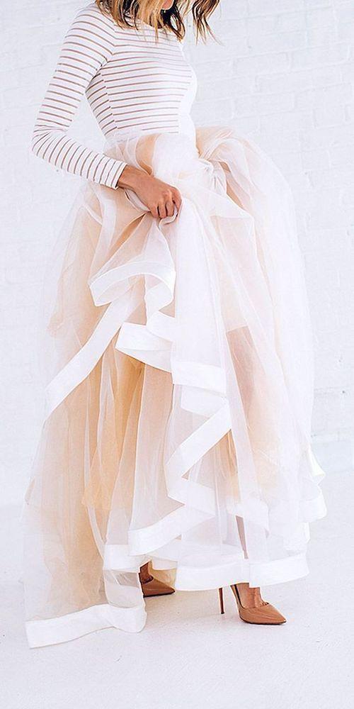 Nos gusta la idea de los vestidos de dos piezas. Porque puedes combinar cualquier falda con el top que te guste y ahorrar en vestidos de damas de honor.