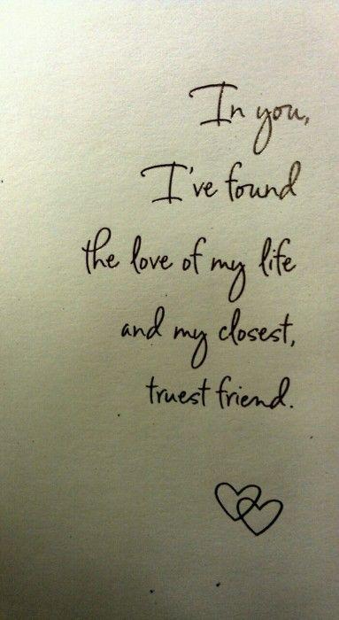 Declaración de amor como frase de invitaciones de boda. En ti encontré al amor de mi vida y a mi mejor amigo.