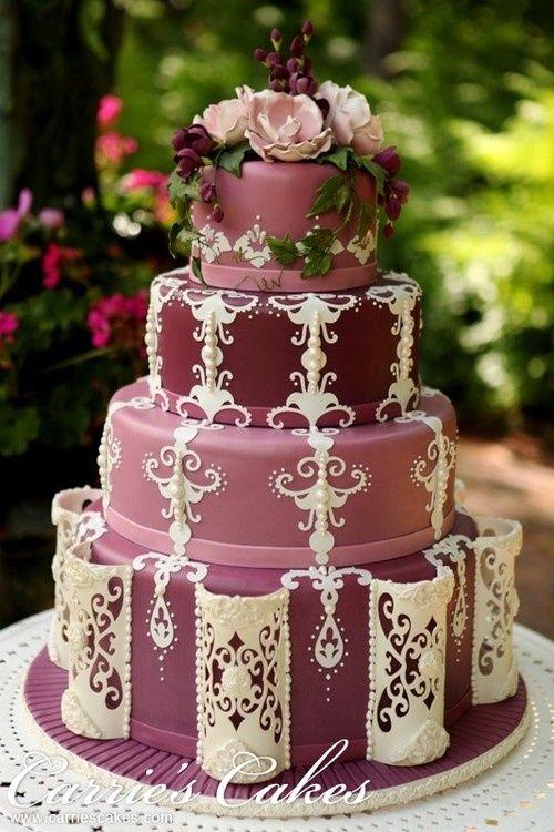 Hermoso trabajo de encaje con azúcar de Carrie's Cakes.