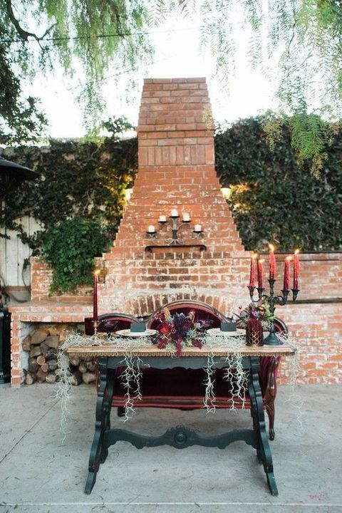 Fall backyard wedding ideas: Did anybody say glam Halloween?