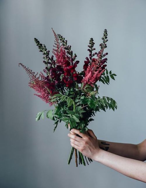 Moody colors are taking over hunty. Just look at this fall inspired bouquet.