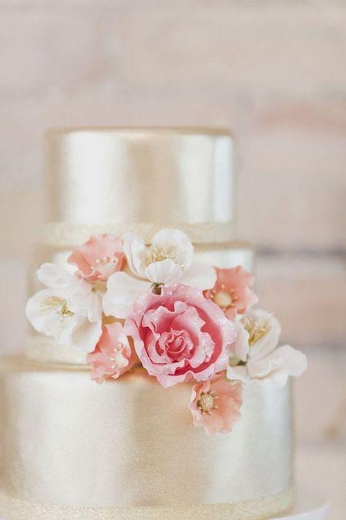 Los glaseados le dan brillo y terminación a la torta de bodas.