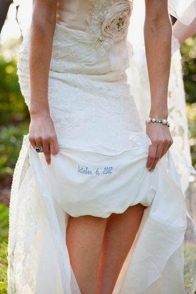 Una idea divina para el algo azul. Eso si, asegúrate que no afecta la caída de tu vestido de novia.