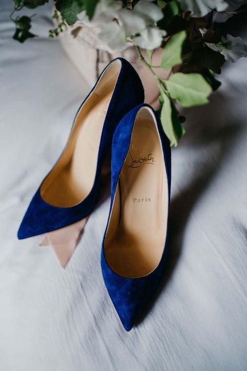 """Estos Louboutins son un perfecto """"algo azul"""" para tu boda."""