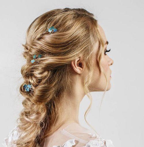 """No me olvides azules en tu cabello. Una idea perfecta para el """"algo azul""""."""