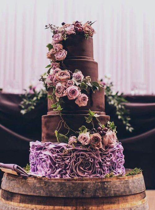 Impresionante pastel de chocolate con relleno de mousse de chocolate y buttercream de chocolate.