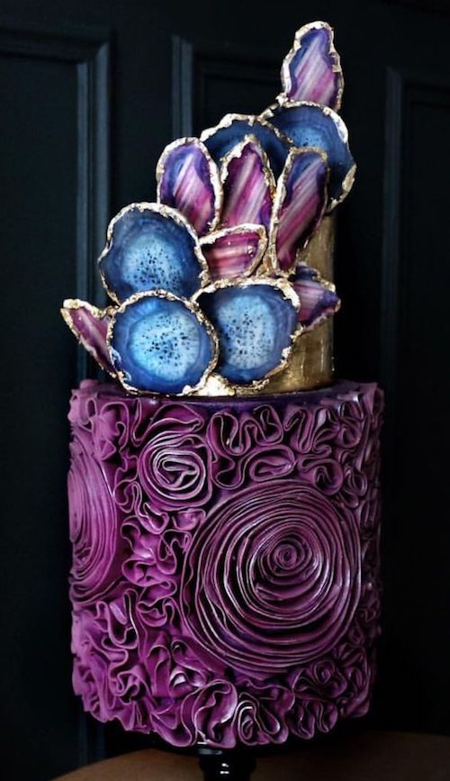 Asegúrate que tu pastel sea tan impresionante por dentro como por fuera. Sigue esta guía de sabores de torta para bodas.