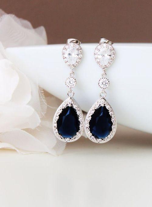 Pendientes largos en azul zafiro de Dream Island Jewellery.