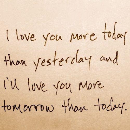 Te amo mas hoy que ayer y te amaré mas mañana que hoy.