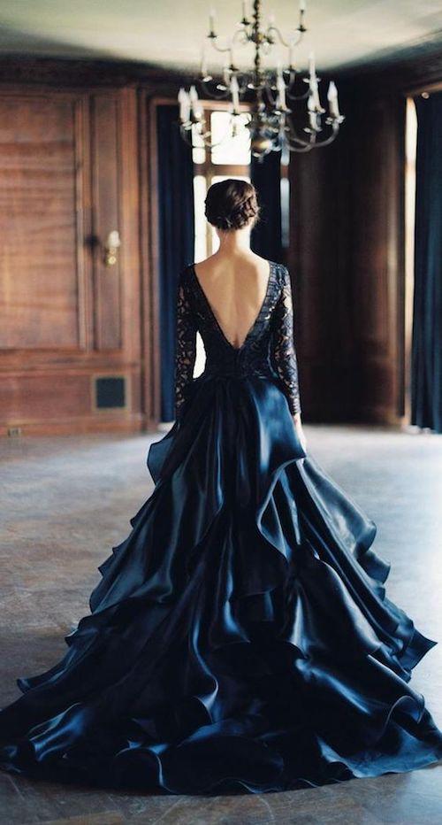 ¿Te animas a llevar un vestido de novia en azul como este de Sareh Nouri?