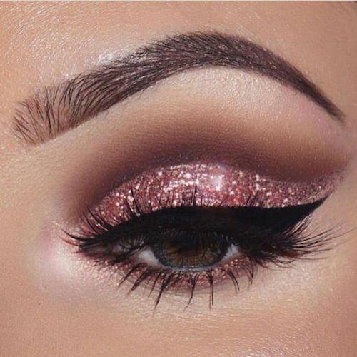Un buen delineado de ojos resaltará tu maquillaje.
