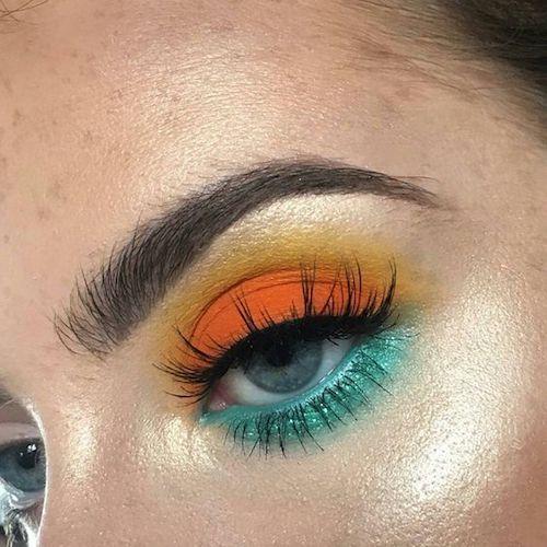 Delineados de fantasía en verde y naranja para un look sensacional.