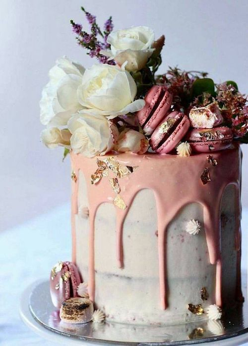 Drip wedding cake in gray and pink for a modern urban celebration.