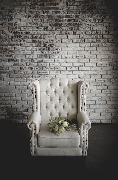 Vintage industrial decor for an elegant gray wedding. Photo: Albert S/BYW @albert_s