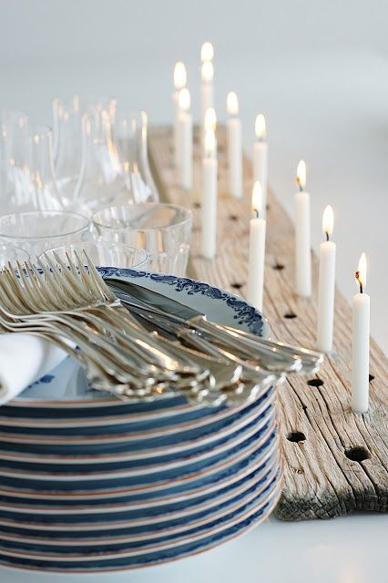 Gray tableware matches any wedding theme.