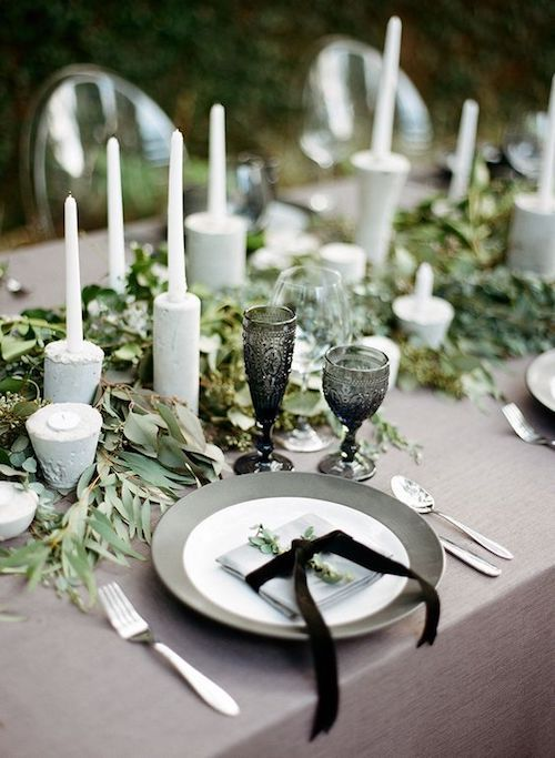 Modern, elegant and outdoorsy green, black and gray wedding color combo for a reception decor. Photo: Clayton Austin - lovesiabird.