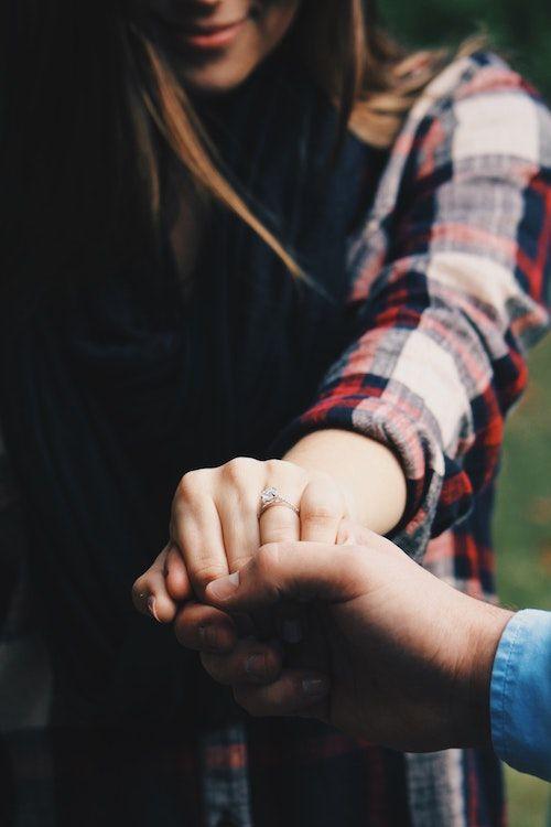 Inspírate en estas 33+ ideas románticas para pedir matrimonio que van desde las más clásicas a las más creativas. ¡Algunas sin siquiera salir de casa! Foto: Seth Reese/BYW @seththr