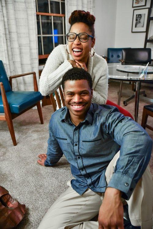 Si prefieres la privacidad de tu hogar, estas ideas para proponer matrimonio te vendrán como anillo al dedo. Foto: Eric Froehling/BYW @efro247