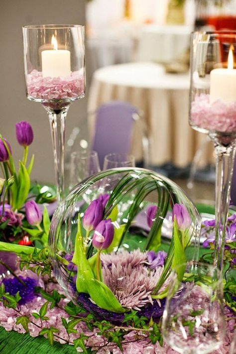 Today we continue our showcase of the best wedding decor. And what better way than this selection of jaw-dropping wedding centerpieces?