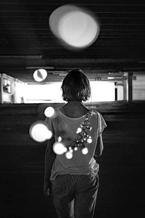 Pídele que se case contigo con luces de navidad. Fotografía: Yoal Desurmont/BYW @dr_snap
