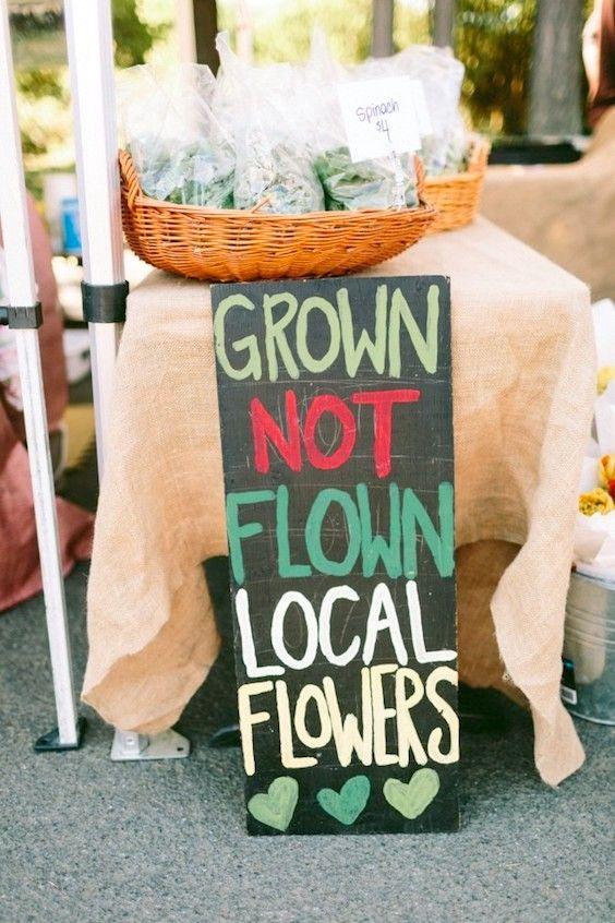 Si te decides por arreglos florales, escoge flores de estación y de tu zona. Es más ecológico y mucho mas económico.