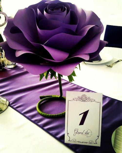 Flores de papel como centros de mesa. Idea original y económica.