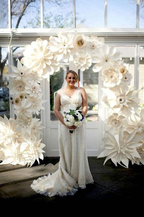 Un fondo de flores gigantes que impresionará a tus invitados.
