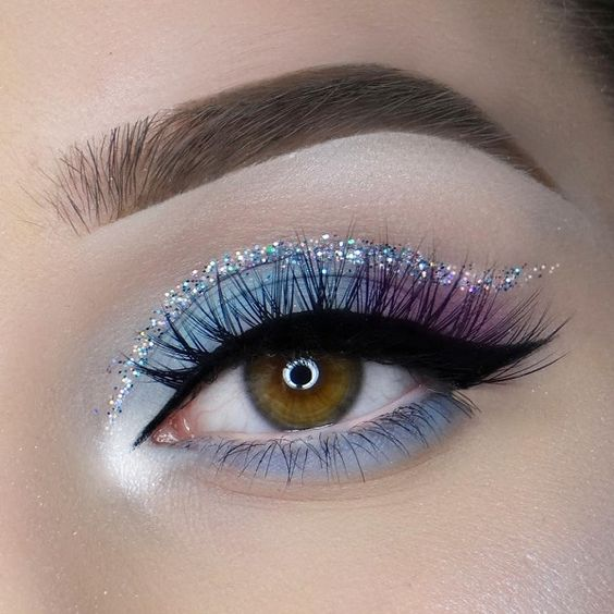 Glitter eyeliner will give a festive look to your brown eyes.