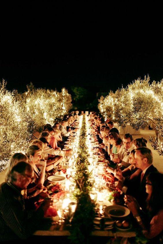 Las mesas mas largas sientan mas invitados y llevan menos en centros de mesa.