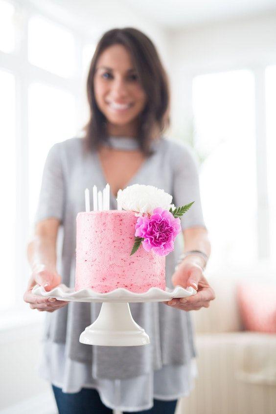 Mas que seguras que tu amiga repostera estará feliz de hacerte un regalo tan importante como el pastel de bodas. Foto: Ana Tavares/BYW @ana_tavares