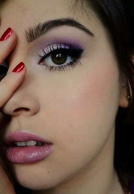 Lilac and purple eyeshadow for dark brown eyes.