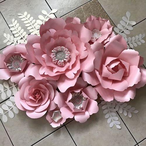 Delicado ramo de flores de papel.