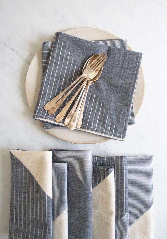 Busca servilletas de papel con diseños originales como estas de The Purl Bee.