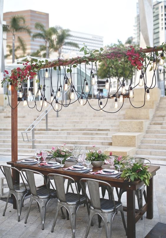 Get inspired by this urban-chic reception at the Horton Plaza Park captured by Willmus Weddings.
