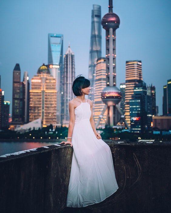 Vestido de novia o vestido blanco, ¿a que no puedes adivinarlo? Corta los gastos de tu boda con estos consejos. Foto: Yiran Ding/BYW @yiranding