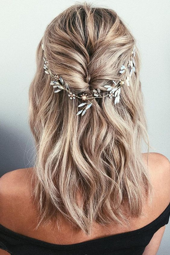 Winter bridal hairstyle inspo. Delicate leaf crown.