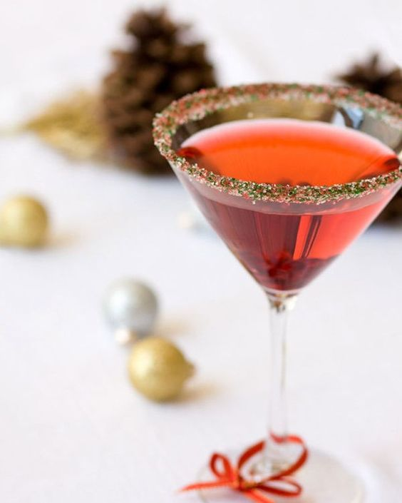 Frosty cranberry-tinis for a fun wintry vibe via @dellcovespices