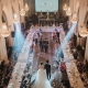 Una entrada a tu fiesta de casamiento que da envidia. No te pierdas estos consejos para sentar a tus invitados en tu celebración.