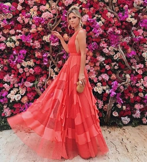 Attending a wedding in 2019? Check out this beautiful evening coral dress. Source: Marina Ruy Barbosa wedding.