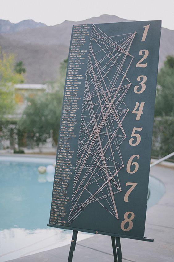 Una manera lúdica y entretenida para que tus invitados encuentren su asiento en el ACE hotel en Palm Springs.