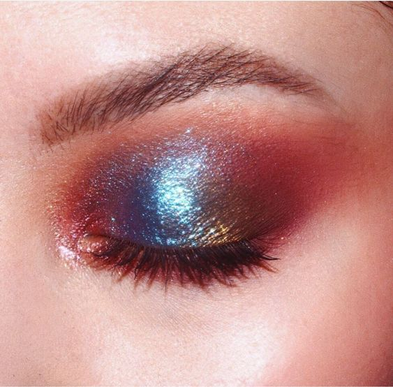 Make sure that your makeup sparkles at a winter wedding!
